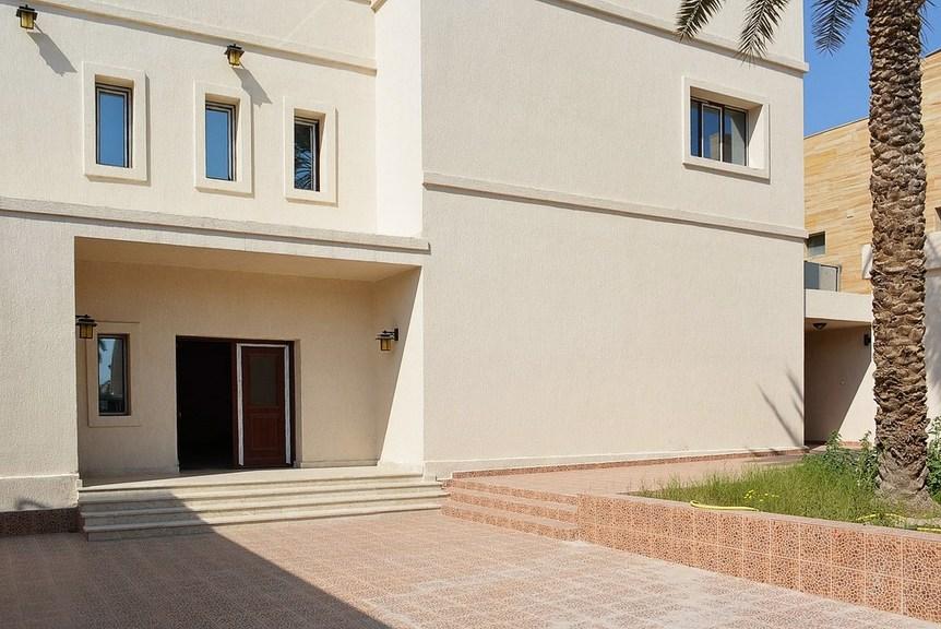Dahia Abdulla Salem – lovely, five bedroom villa