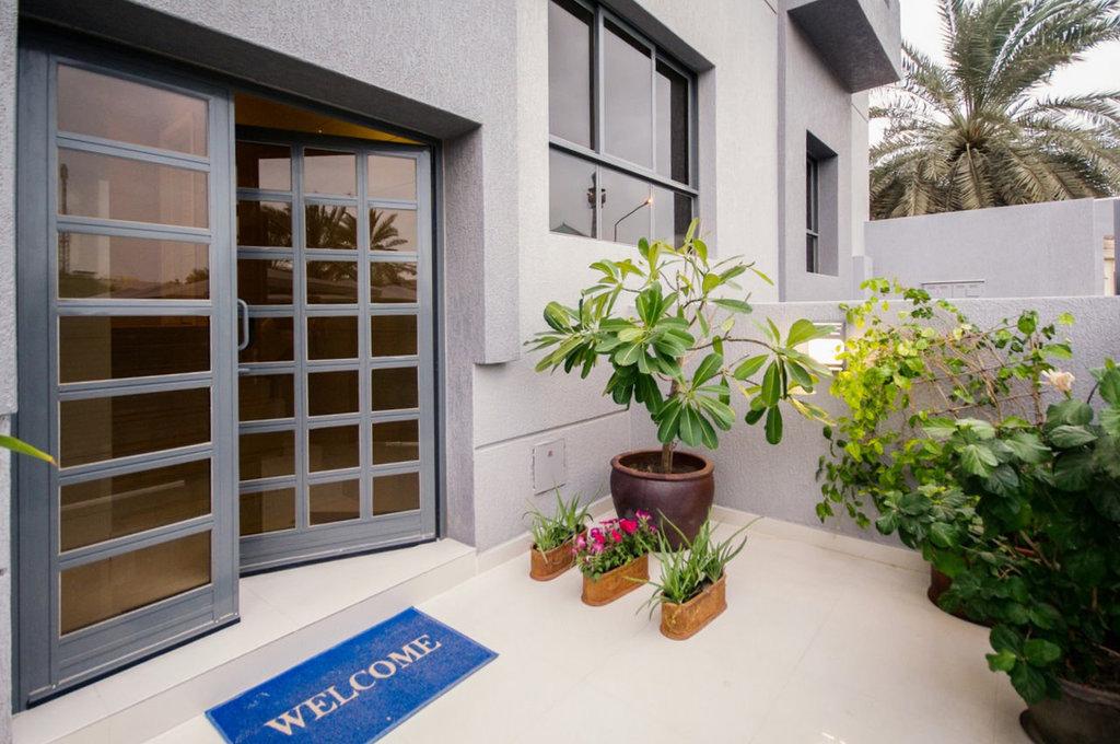 Jabriya – new, furnished two bedroom apartments w/balcony