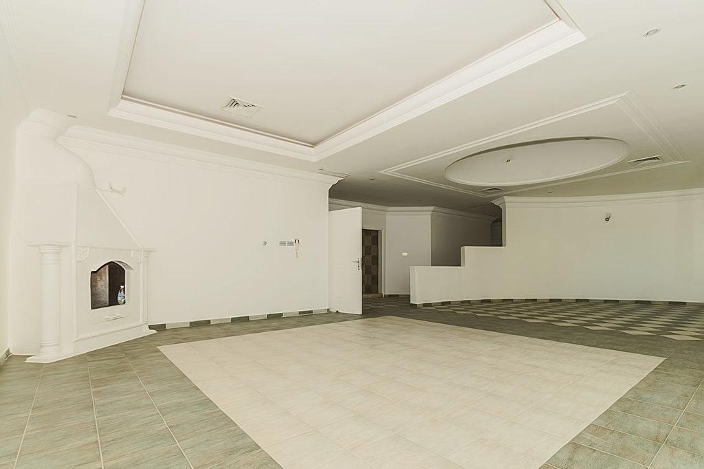 Salwa – great, unfurnished, three bedroom floor