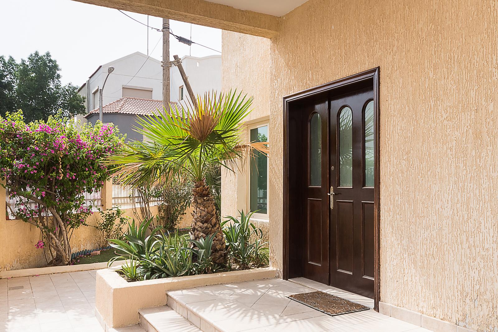 Abu Al Hasania – unfurnished, five bedroom villa w/garden