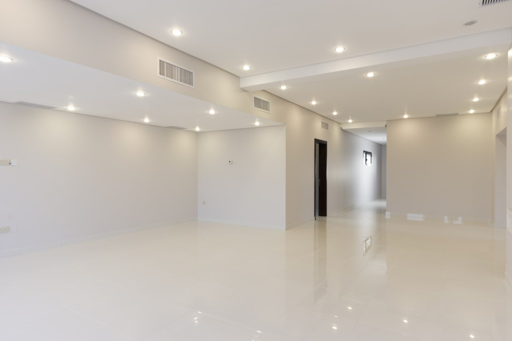 Shuhada – unfurnished, three bedroom penthouse w/terrace and pool
