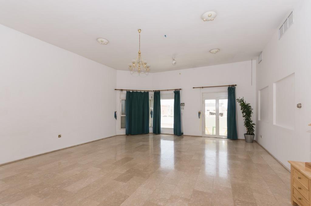 Salwa – spacious, three bedroom apartment w/balcony