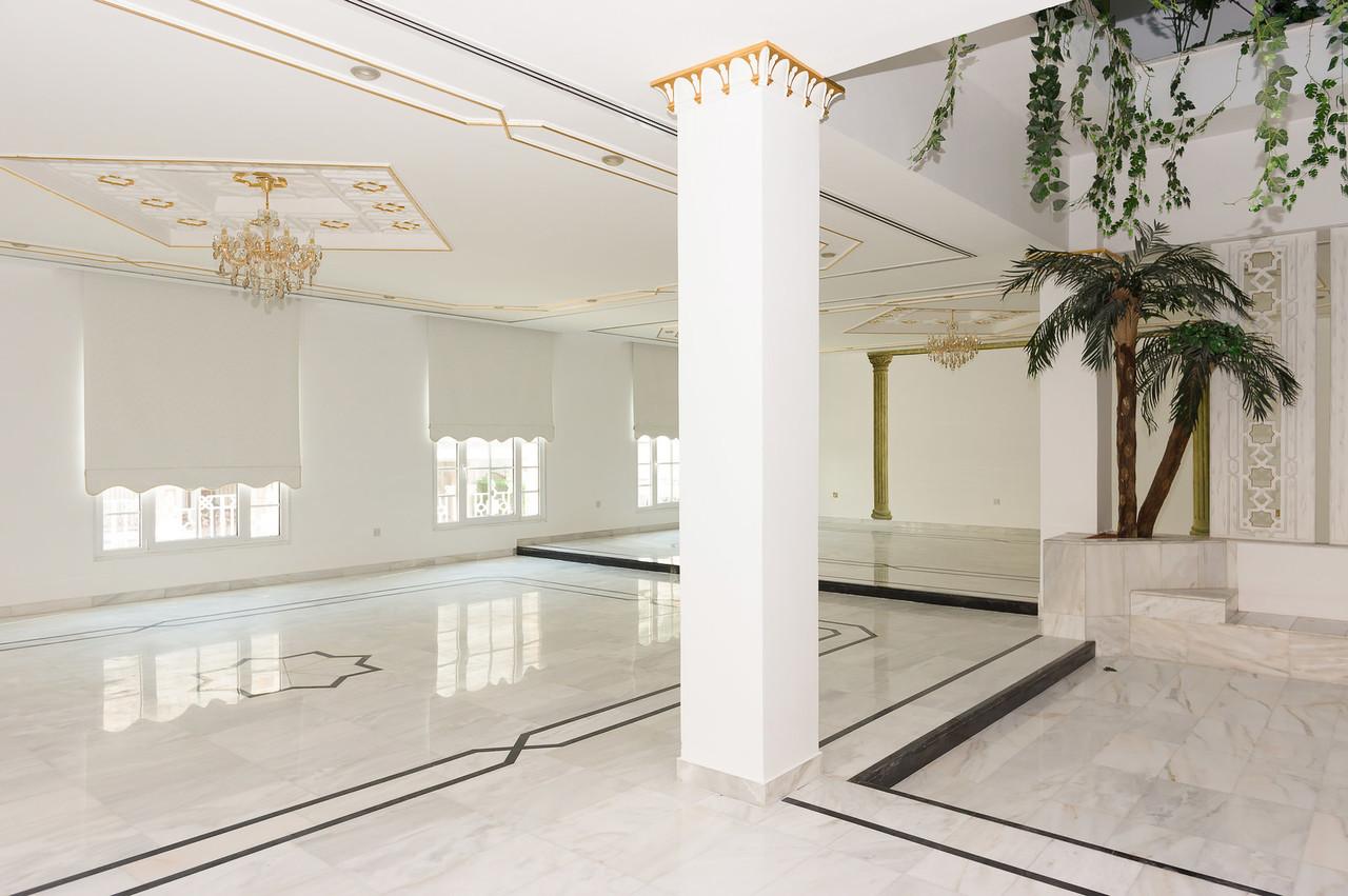 Yarmouk – spacious, unfurnished villa w/basement and pool