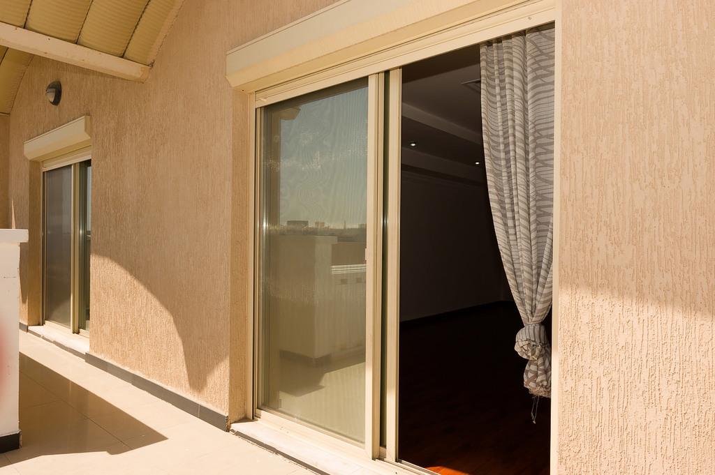 Salwa – older, unfurnished, three bedroom apartment w/balcony