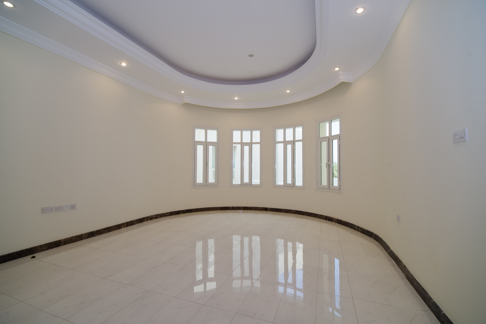 Abu Al Hasania – lovely, spacious, unfurnished, three bedroom floor w/terraces