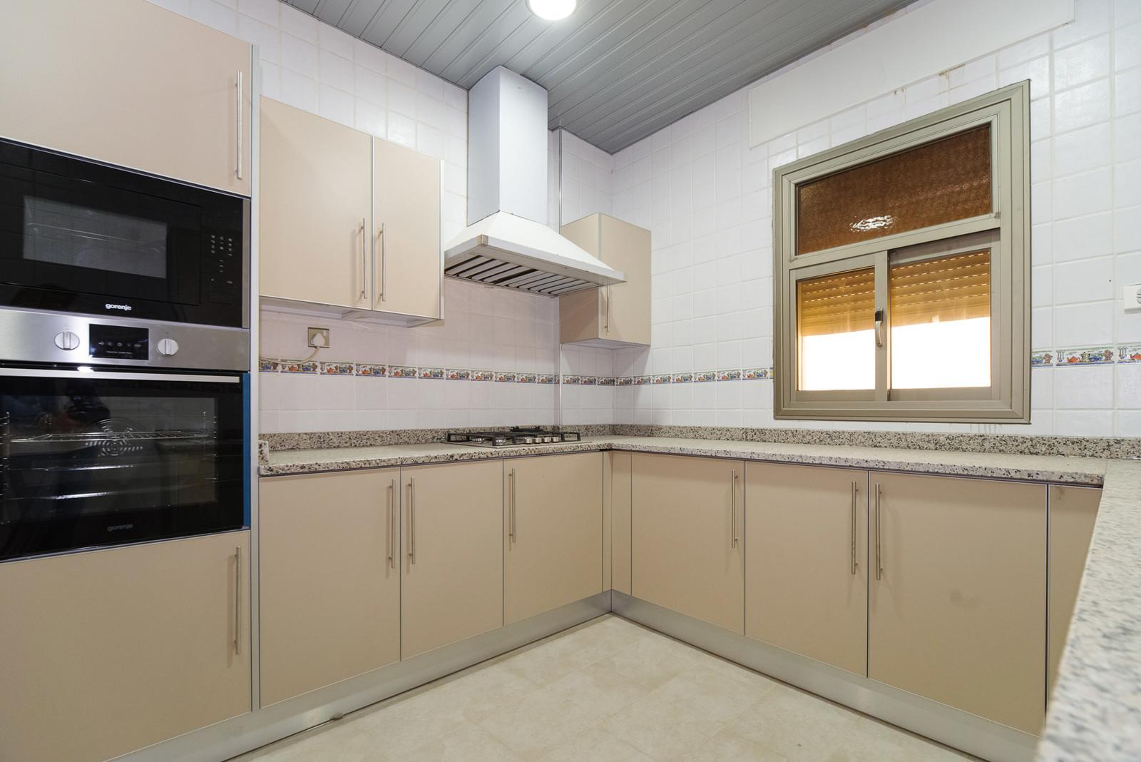Siddeeq – very nice unfurnished, three bedroom apartments