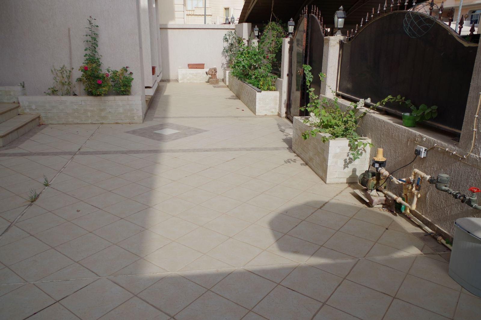 Bayan – unfurnished, six bedroom villa w/private yard