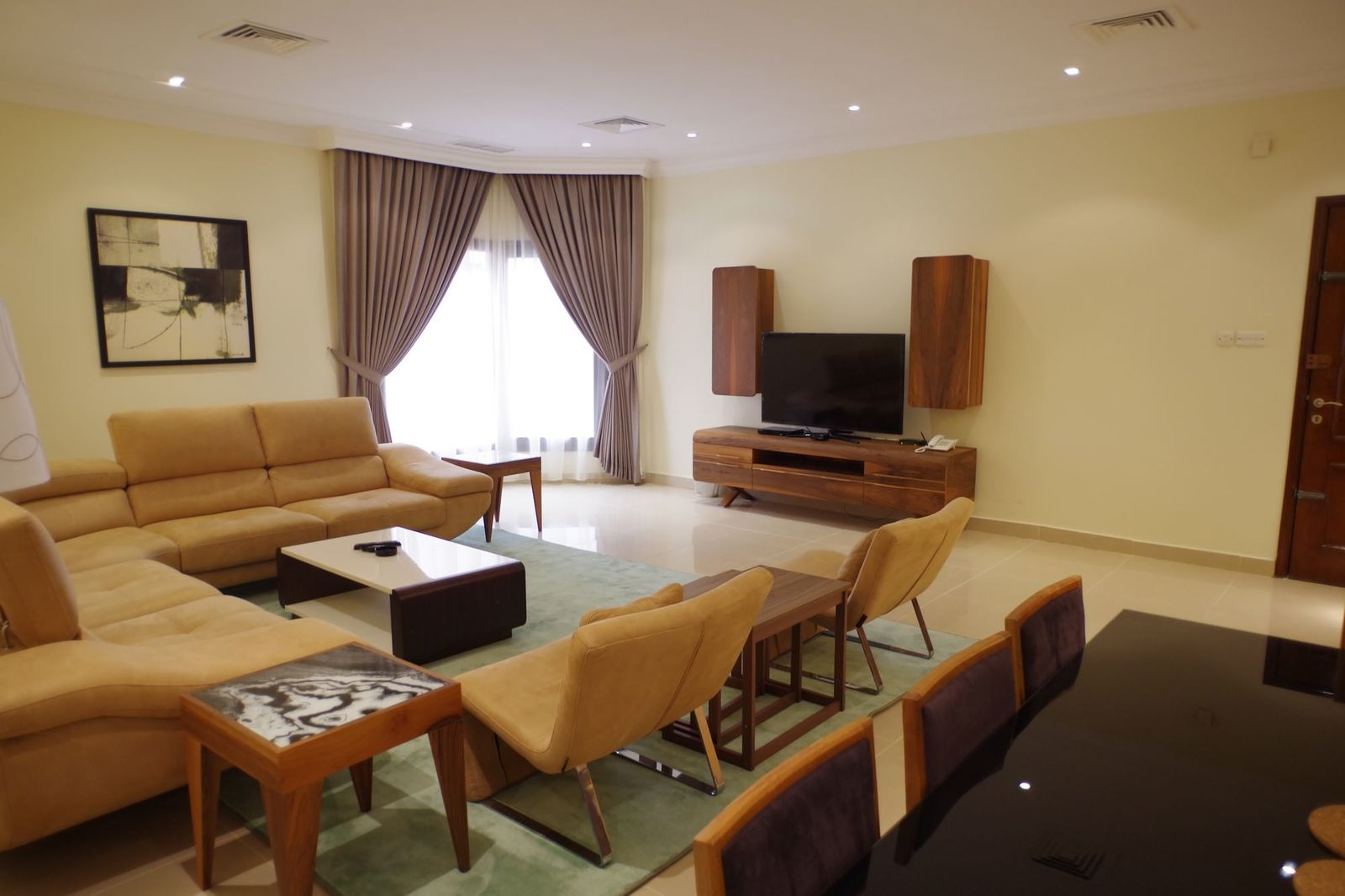 Salwa – large, furnished, three bedroom apartment w/pool
