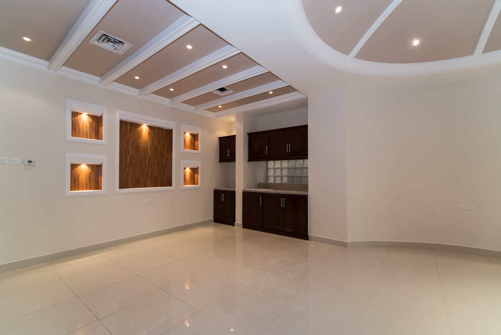 Al Shuhada – great, spacious floor w/private yard