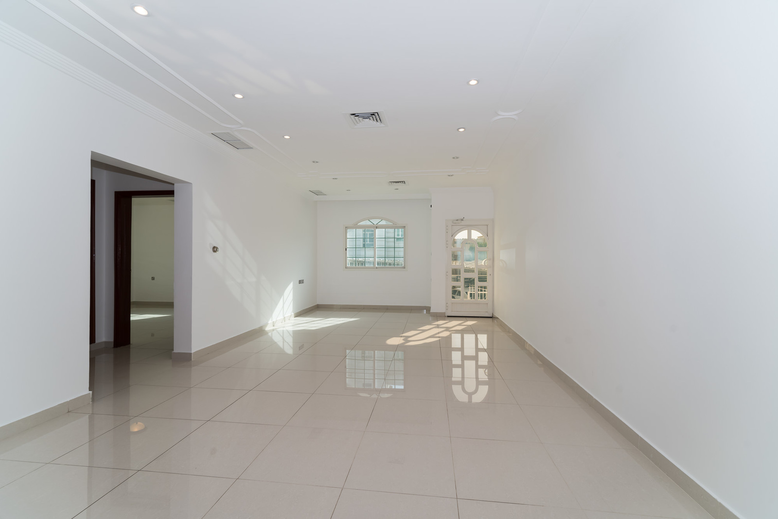 Salwa – unfurnished, three bedroom apartment