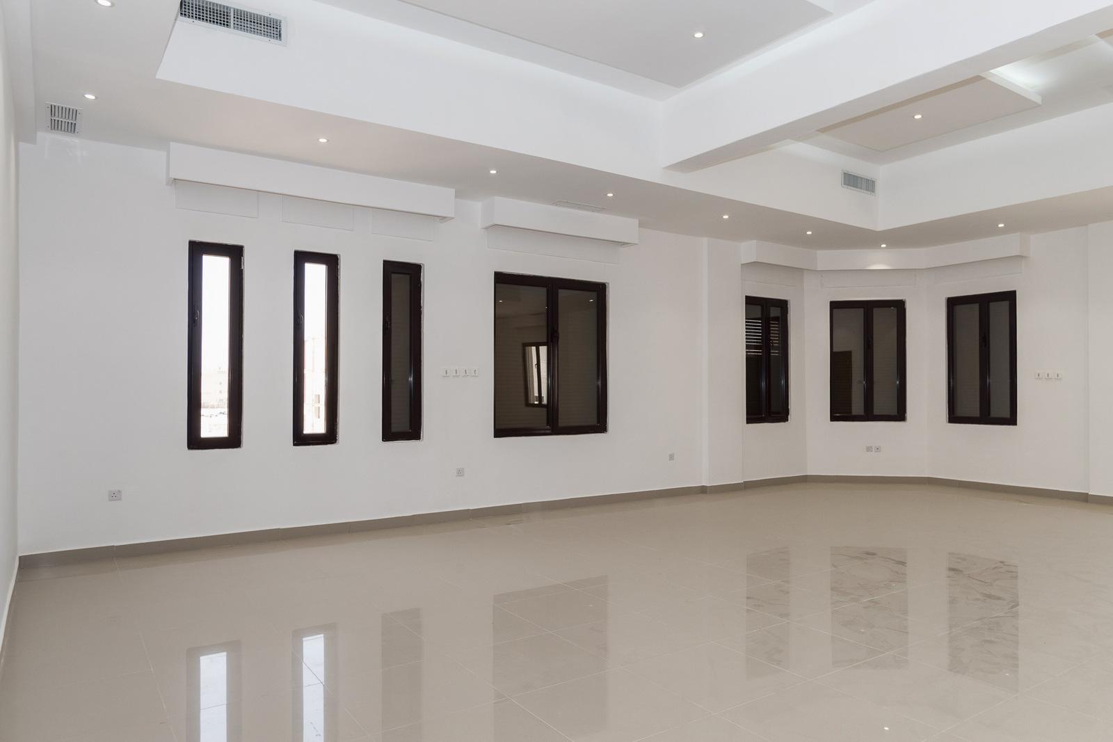 Funaitees – very large, unfurnished, four master bedroom floor