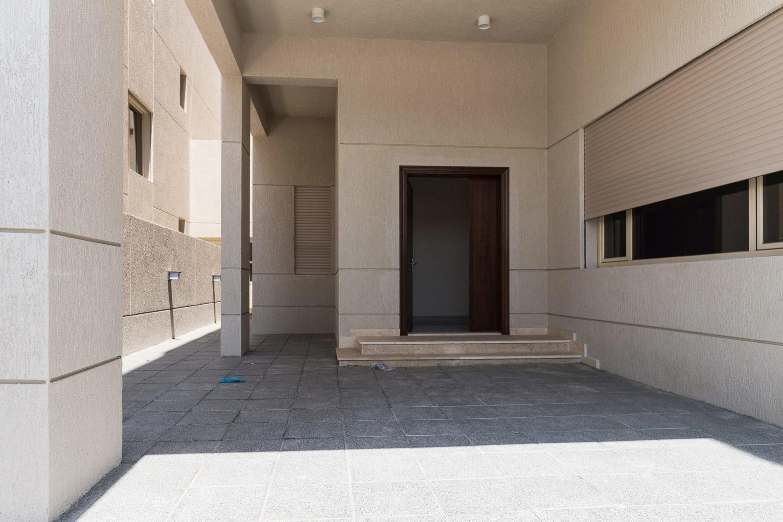 Siddeeq – large, new, unfurnished five bedroom villas w/yard