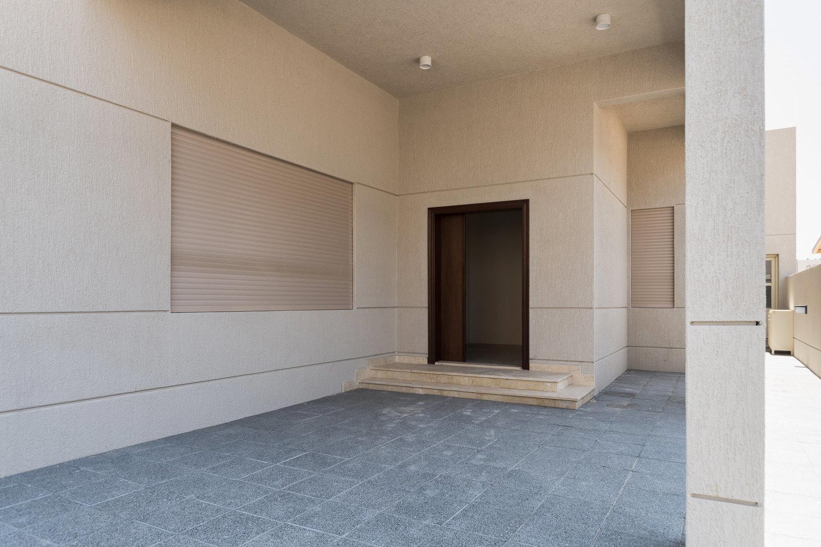 Siddeeq – large, new, corner, unfurnished five bedroom villa w/yard