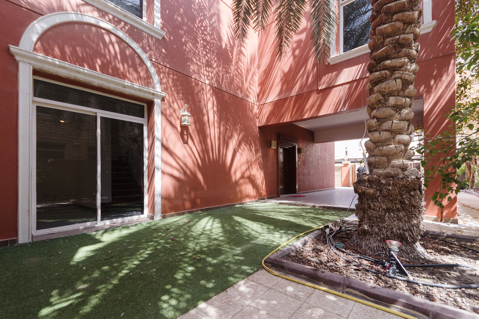 Salwa – cosy, unfurnished, three bedroom villa with great outside space
