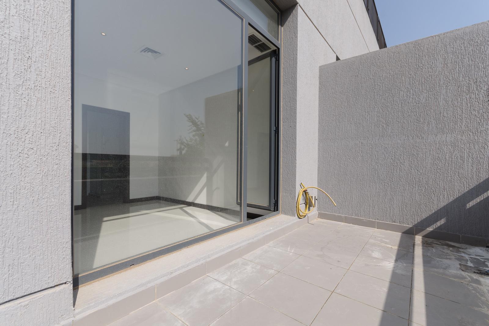 Rumaithiya – modern, sunny, three bedroom apartment w/balcony