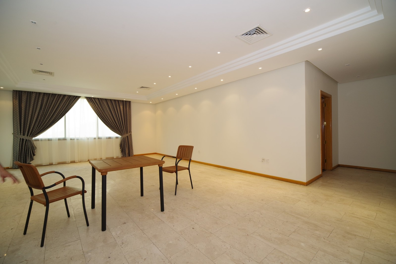 Salwa – older, large, unfurnished three bedroom apartments