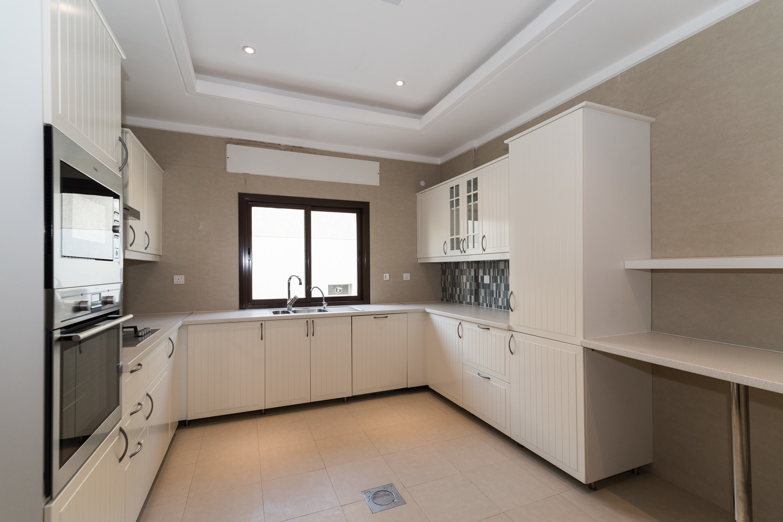 Surra great unfurnished four bedroom apartment w balcony
