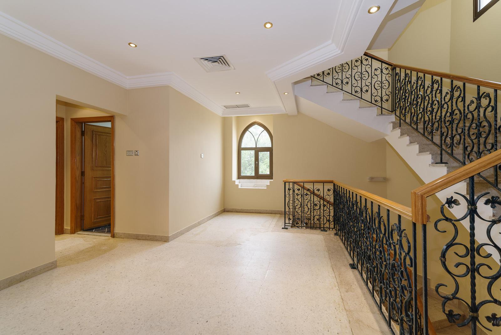 Abu Al Hasania – great, older, unfurnished, triplex apartment w/swimming pool