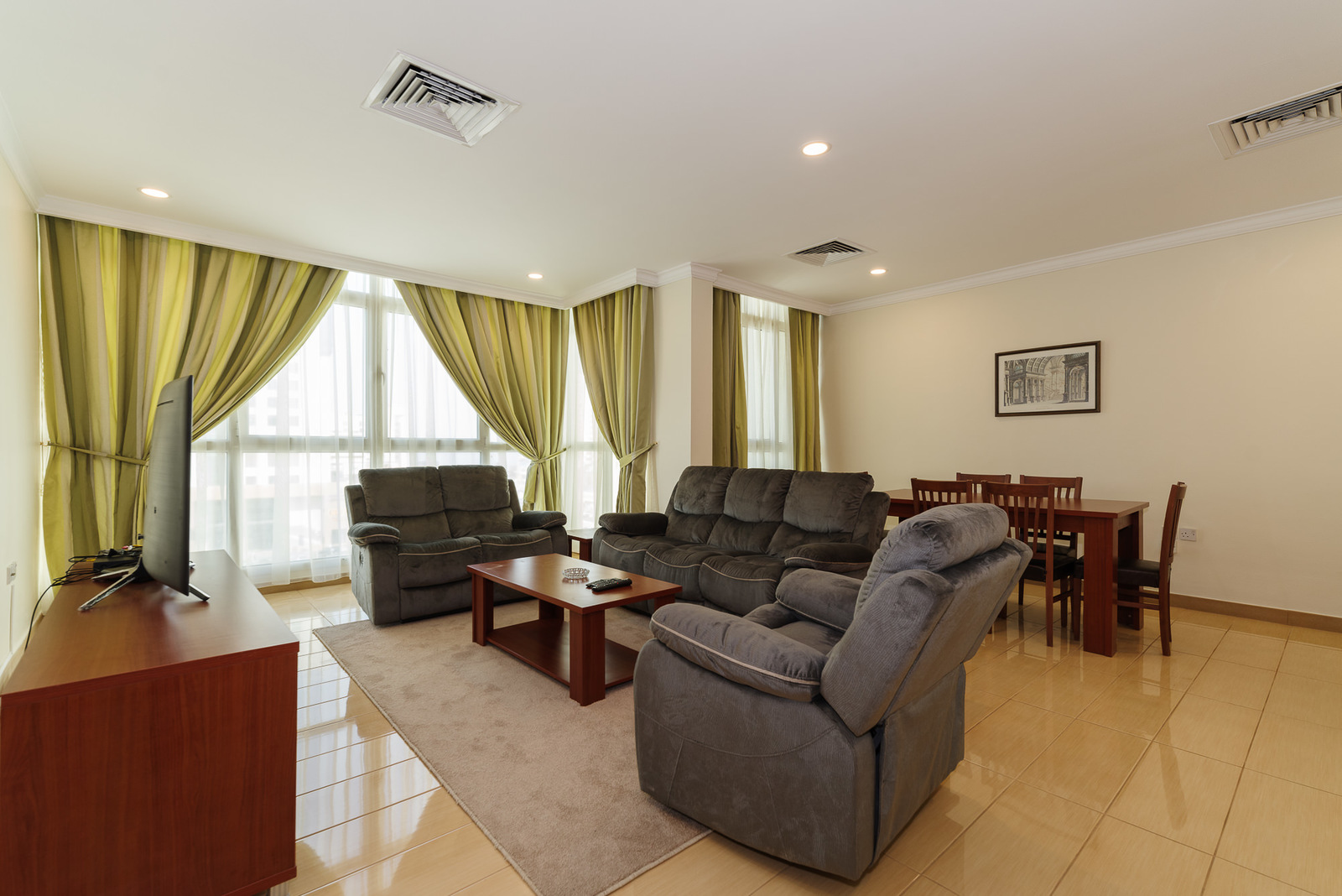 Salmiya – great, furnished apartment w/pool