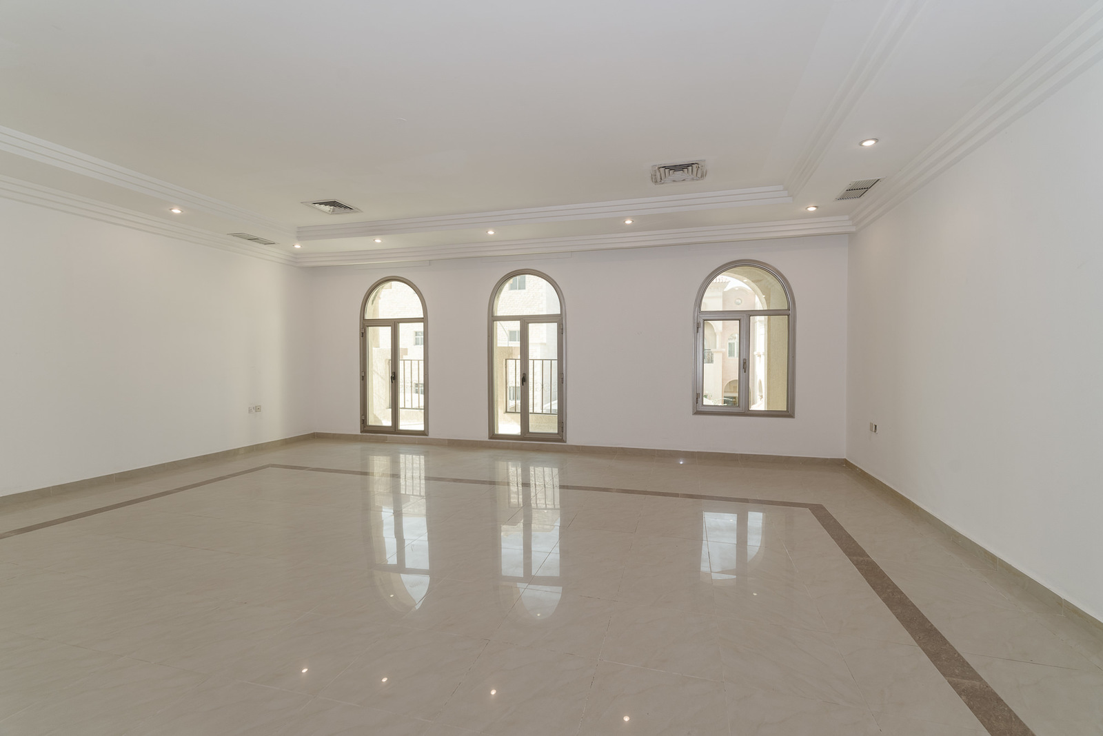 Egaila – large, unfurnished, seven bedroom villa