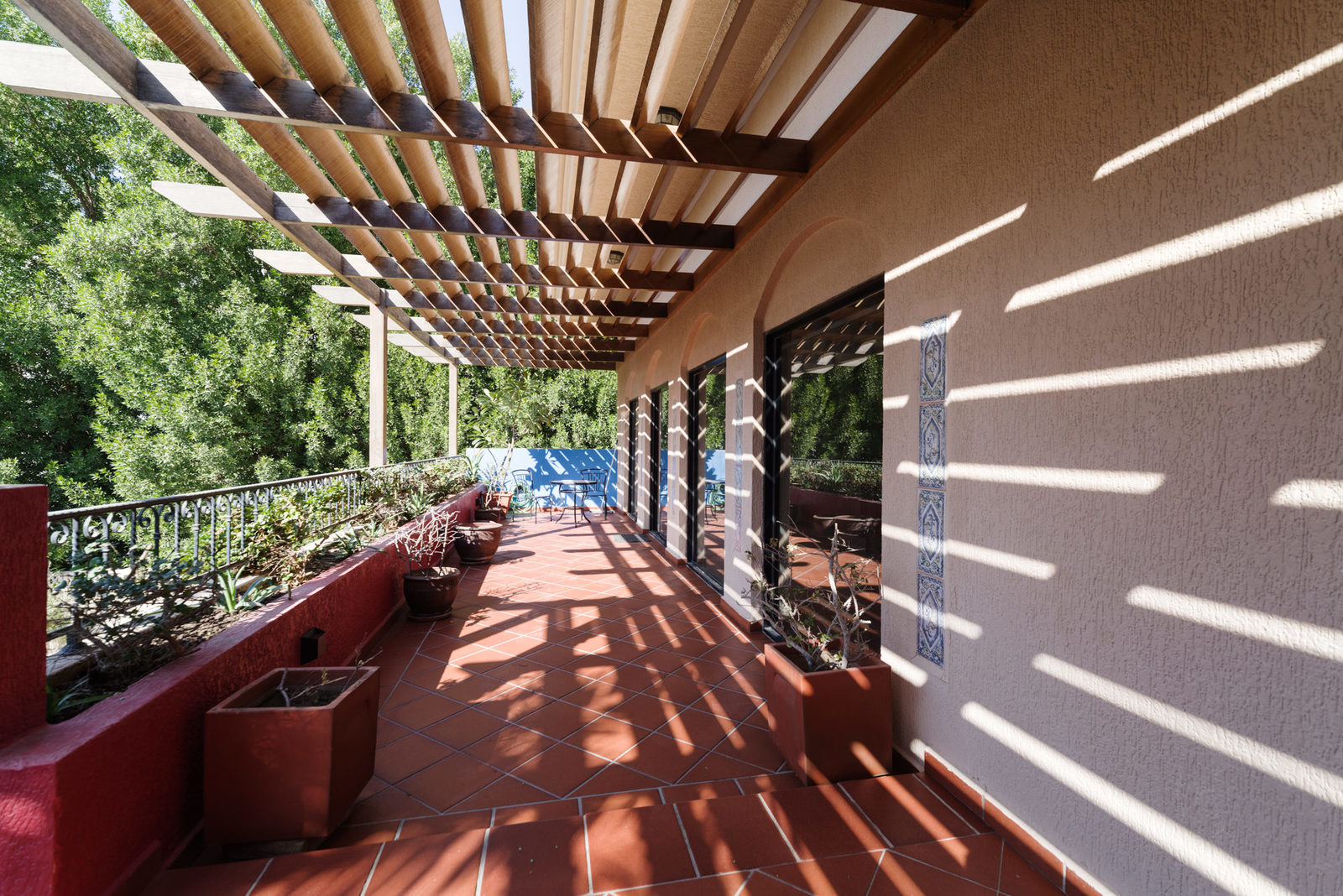Salwa – gorgeous, sunny three bedroom floor w/ large terrace