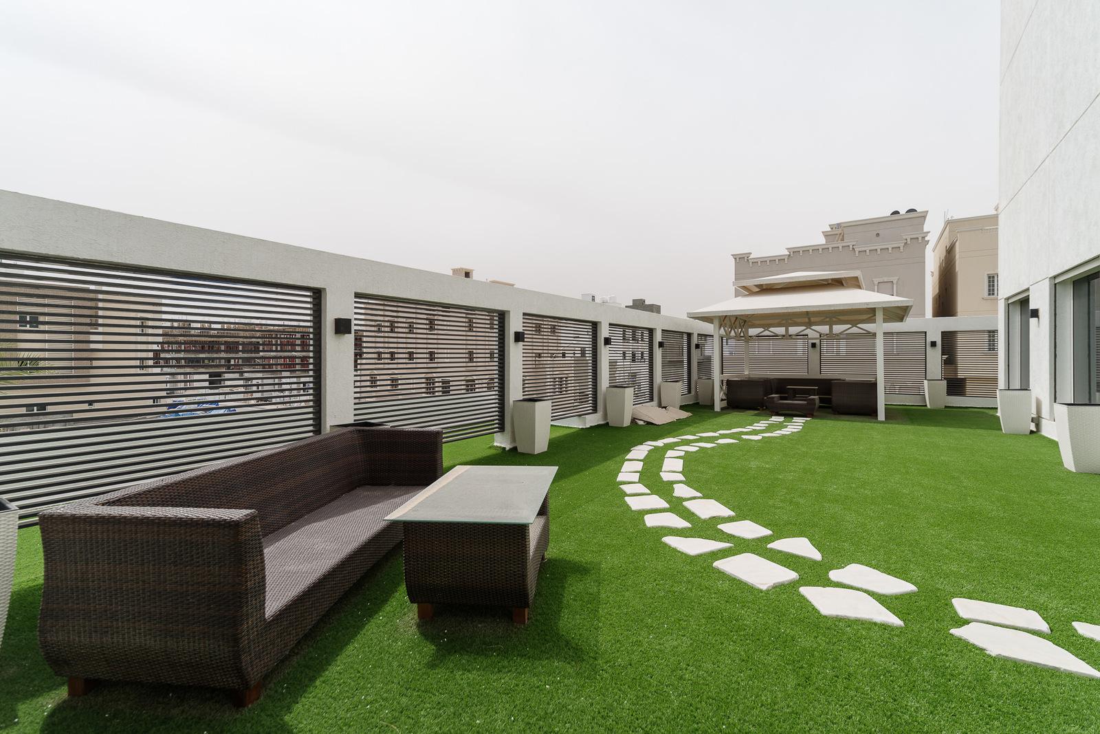 Fnaitees – beautiful, spacious three bedroom floor w/private terrace (40m2)