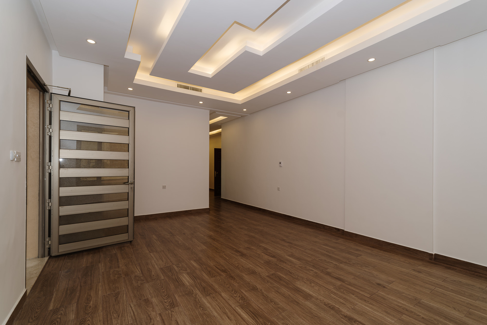 Abu Fatira – great, unfurnished three bedroom apartment