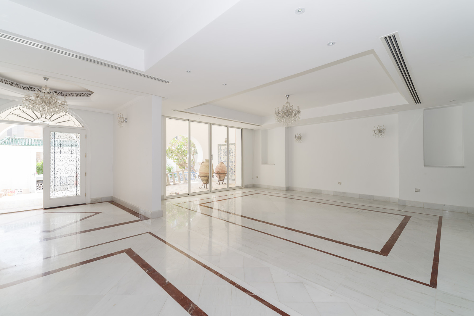 Qortuba – lovely, stylish 6 bedroom villa w/garden