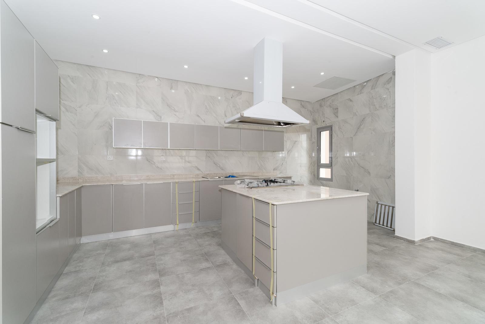 Mangaf – new, spacious, unfurnished, three bedroom floor