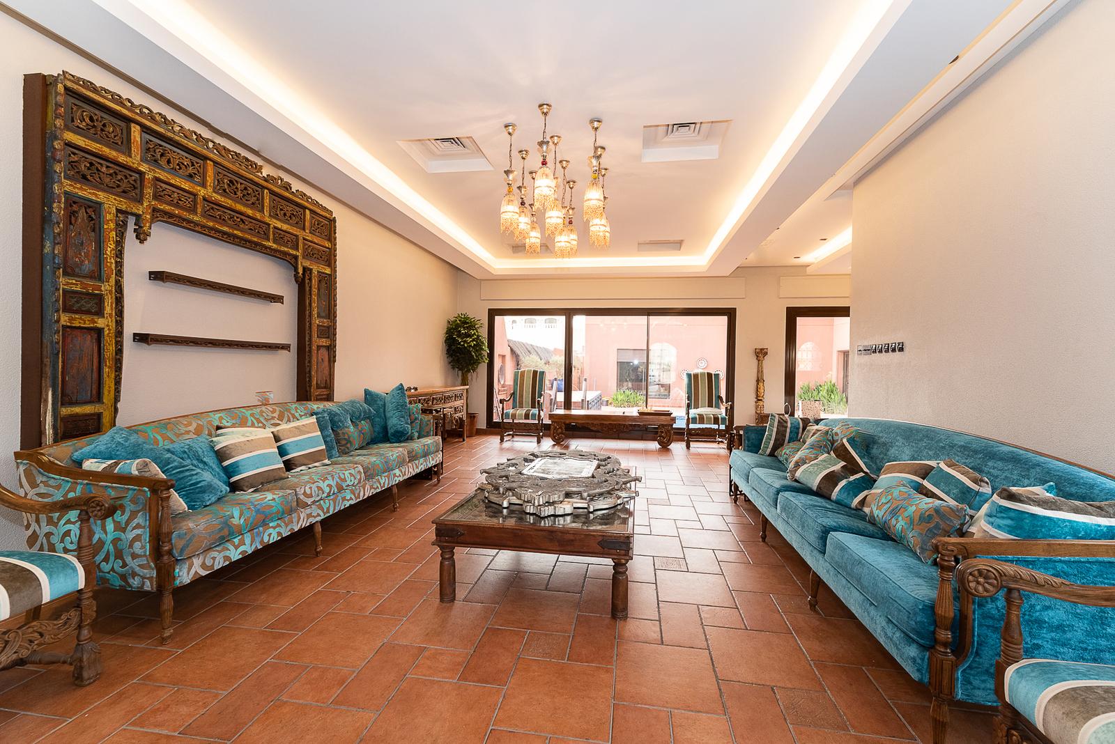 Abu Al Hasania – beautiful, elegant, six bedroom villa w/private pool