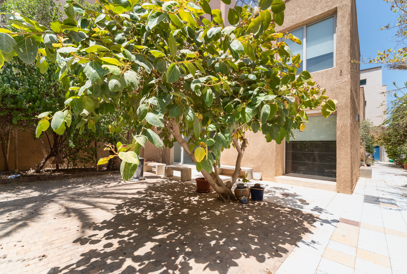 Salwa – a unique, fully rennovated three bedroom villa w/garden