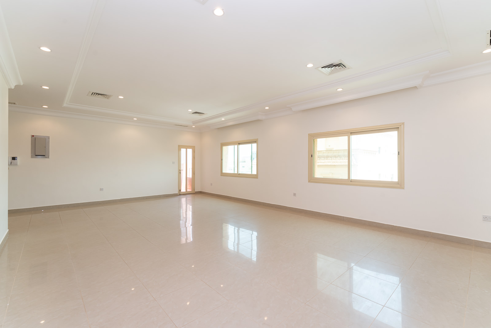 Rumaithiya – spacious, unfurnished four bedroom apartment