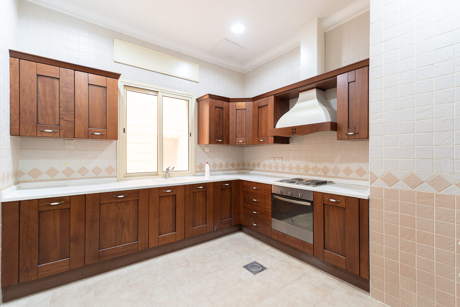 Mangaf – spacious, unfurnished, three bedroom floor w/balcony