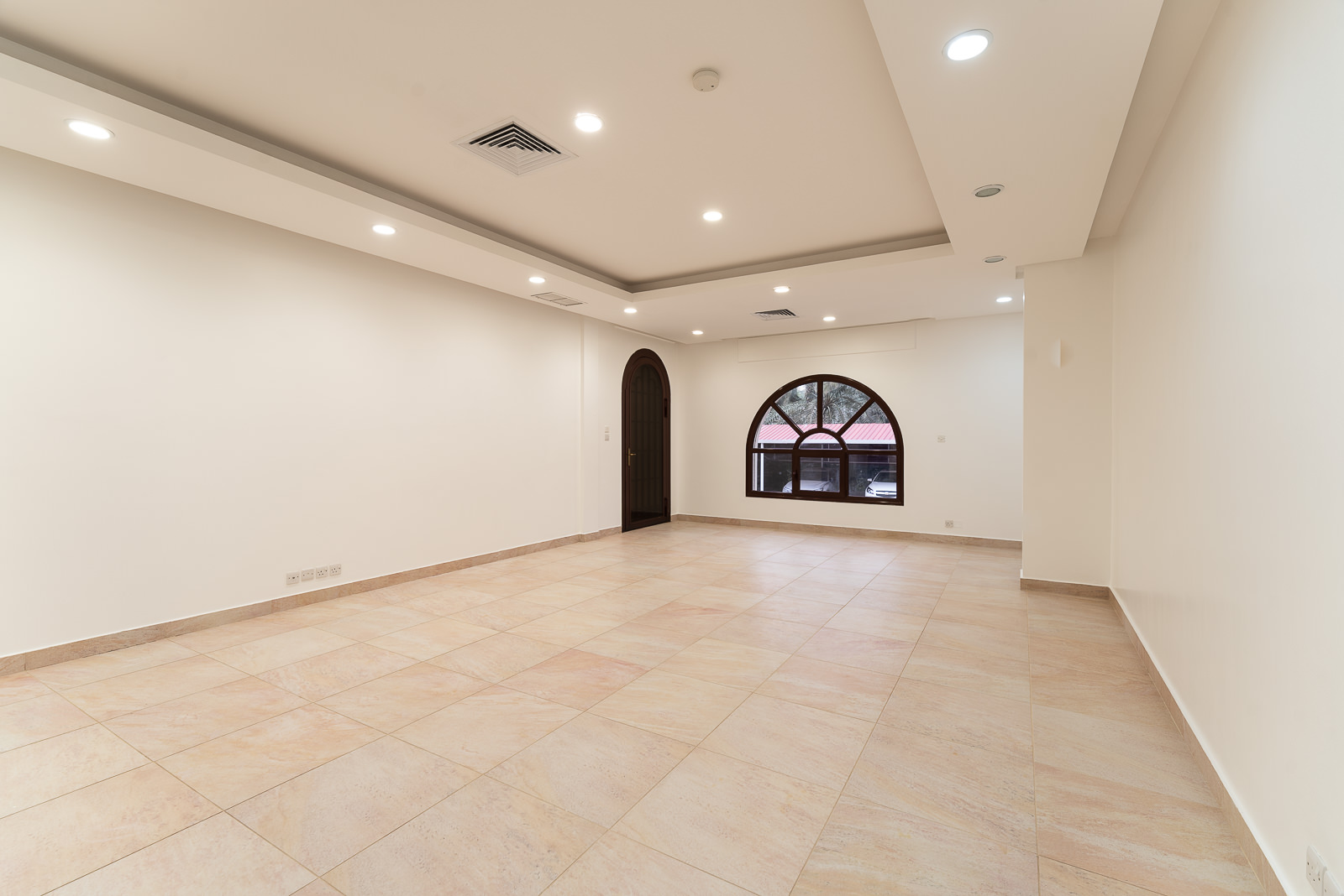 Jabriya – unfurnished, three bedroom apartment with dedicated entrance