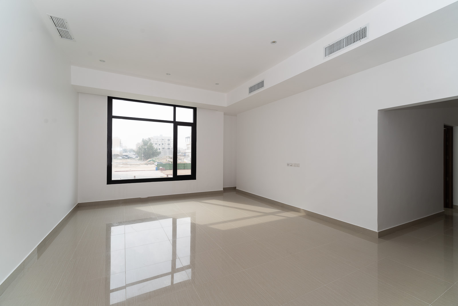 Fnaitees – new, unfurnished, three bedroom apartment