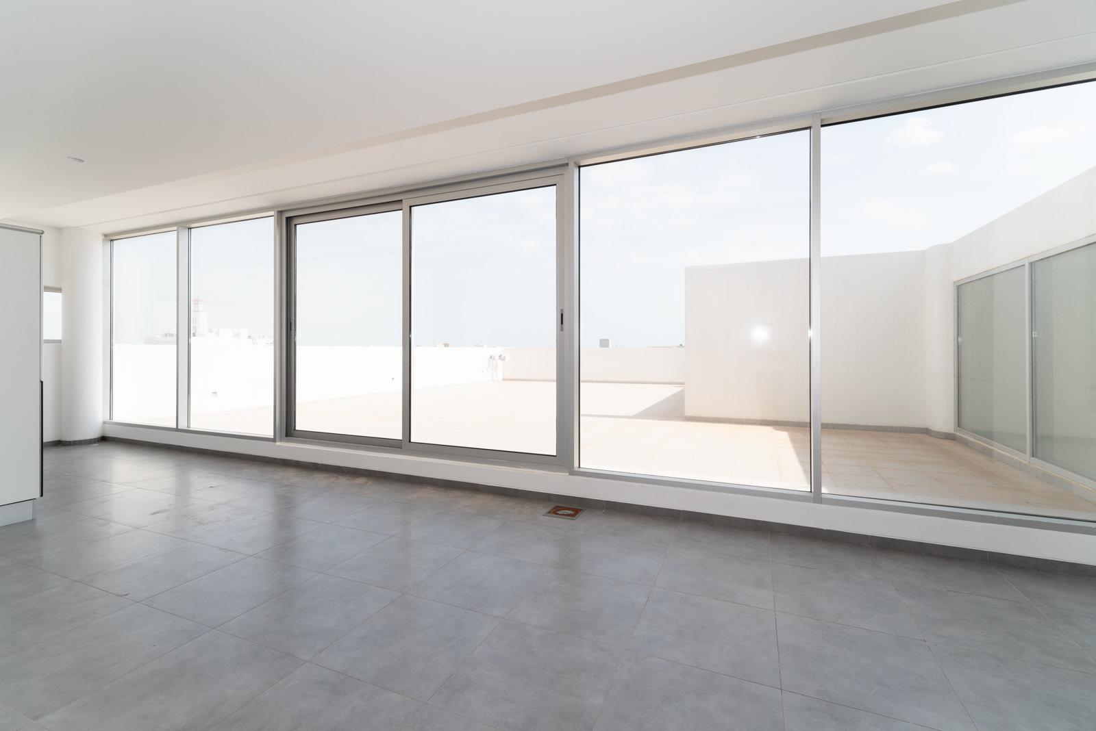 Fnaitees – fantastic, unfurnished, four bedroom duplex w/terraces