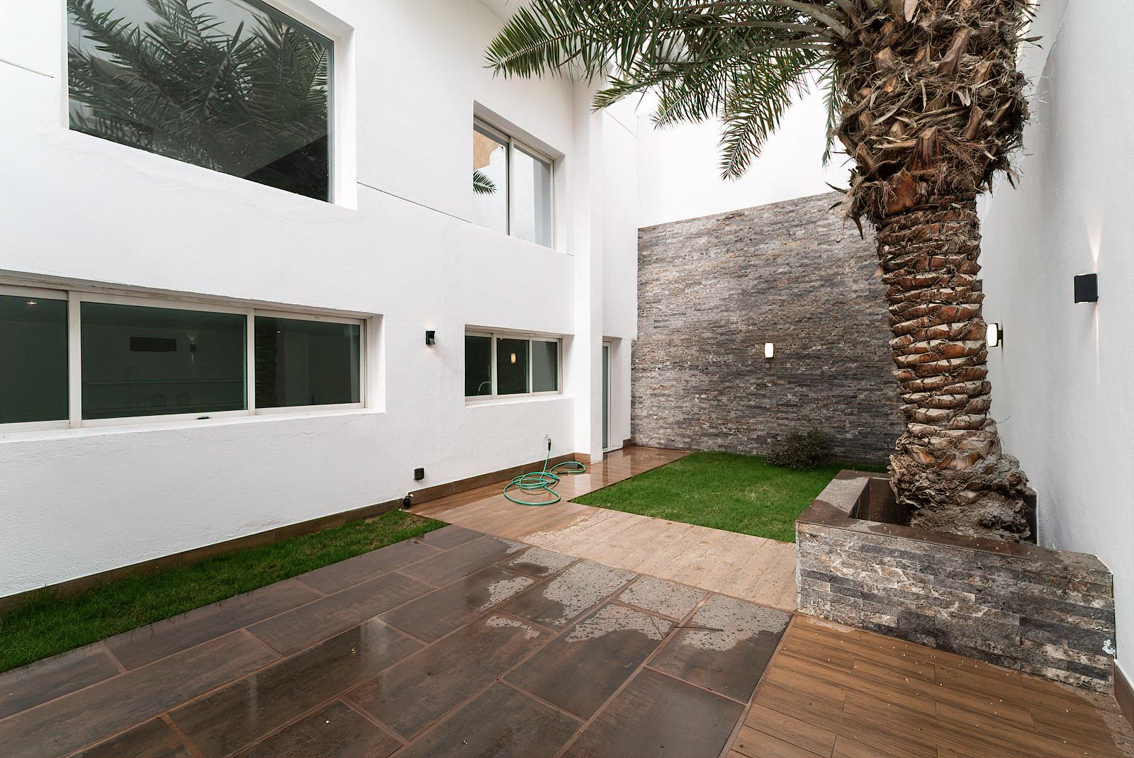 Mishref – lovely, spacious five bedroom villa w/garden