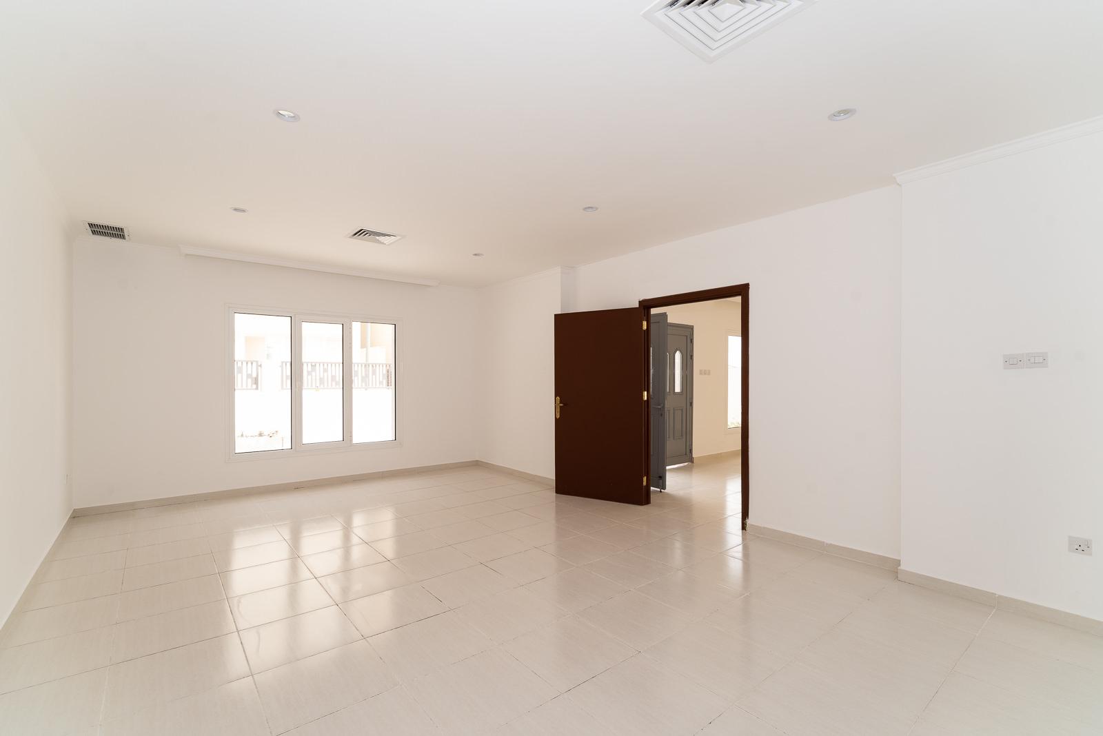 Egaila – spacious, seven bedroom villa w/yard