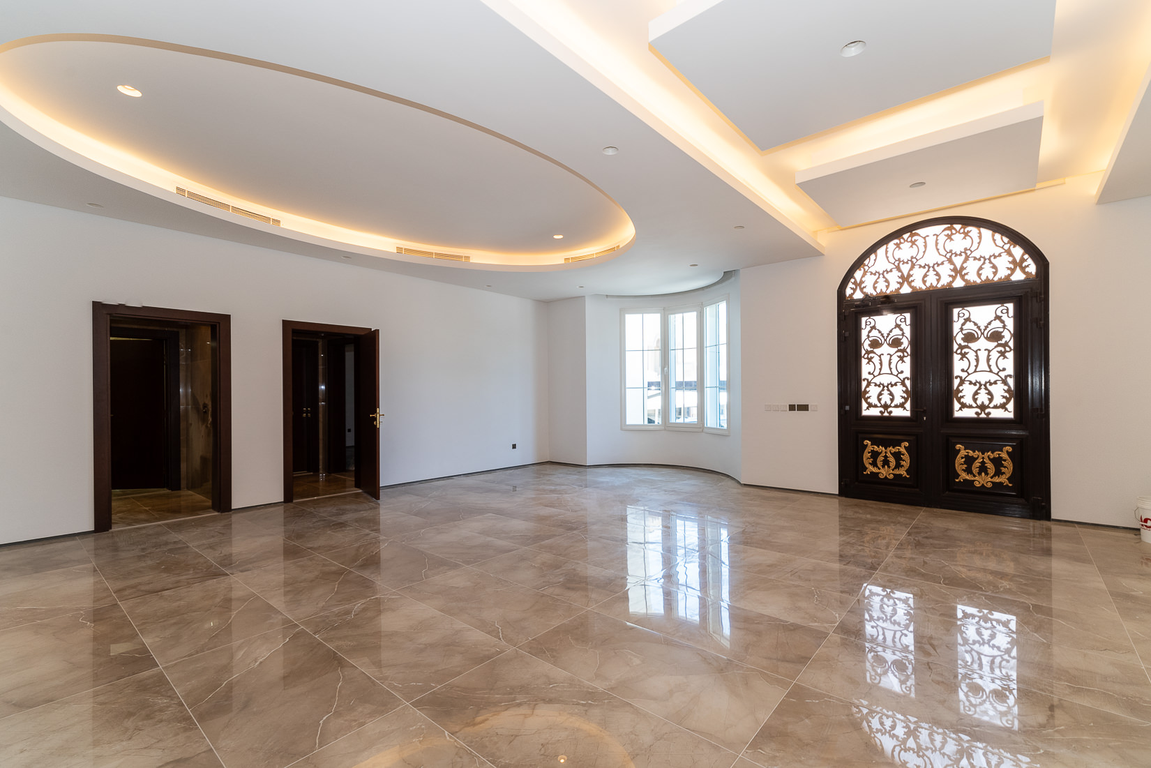 Khaldiya – beautiful four bedroom floor w/diwaniya