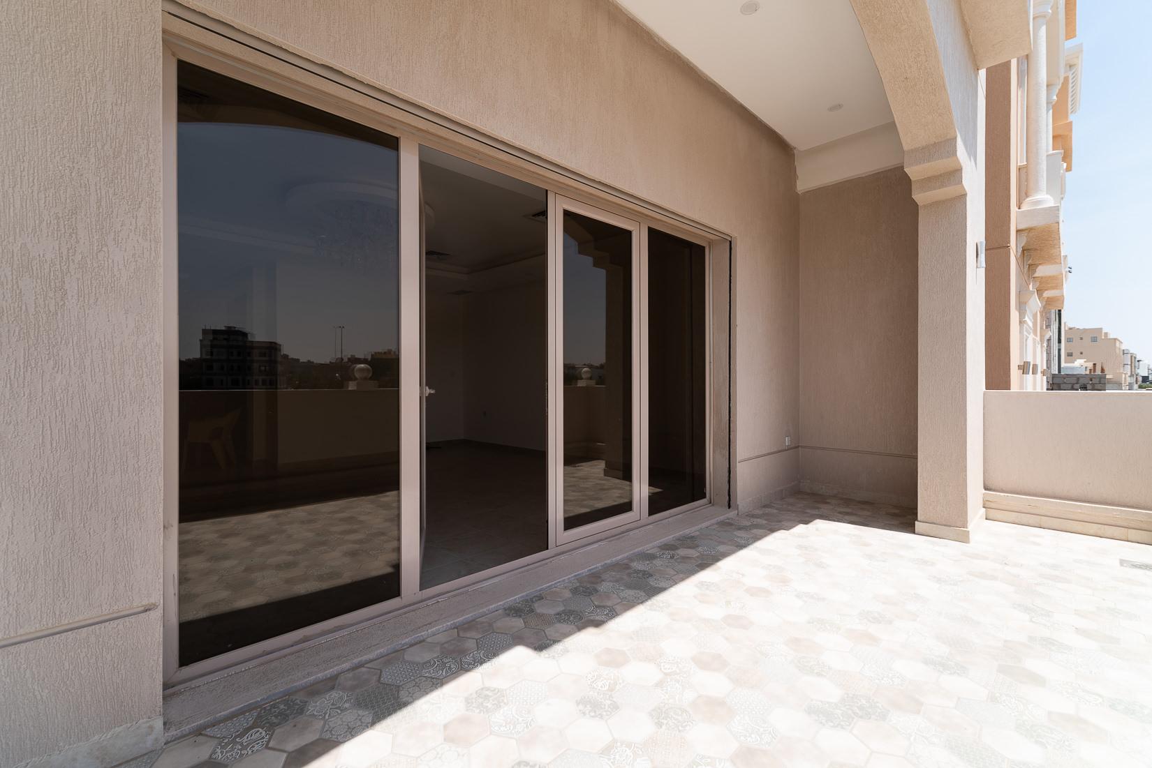 Fnaitees – spacious, semi furnished floor w/large balcony
