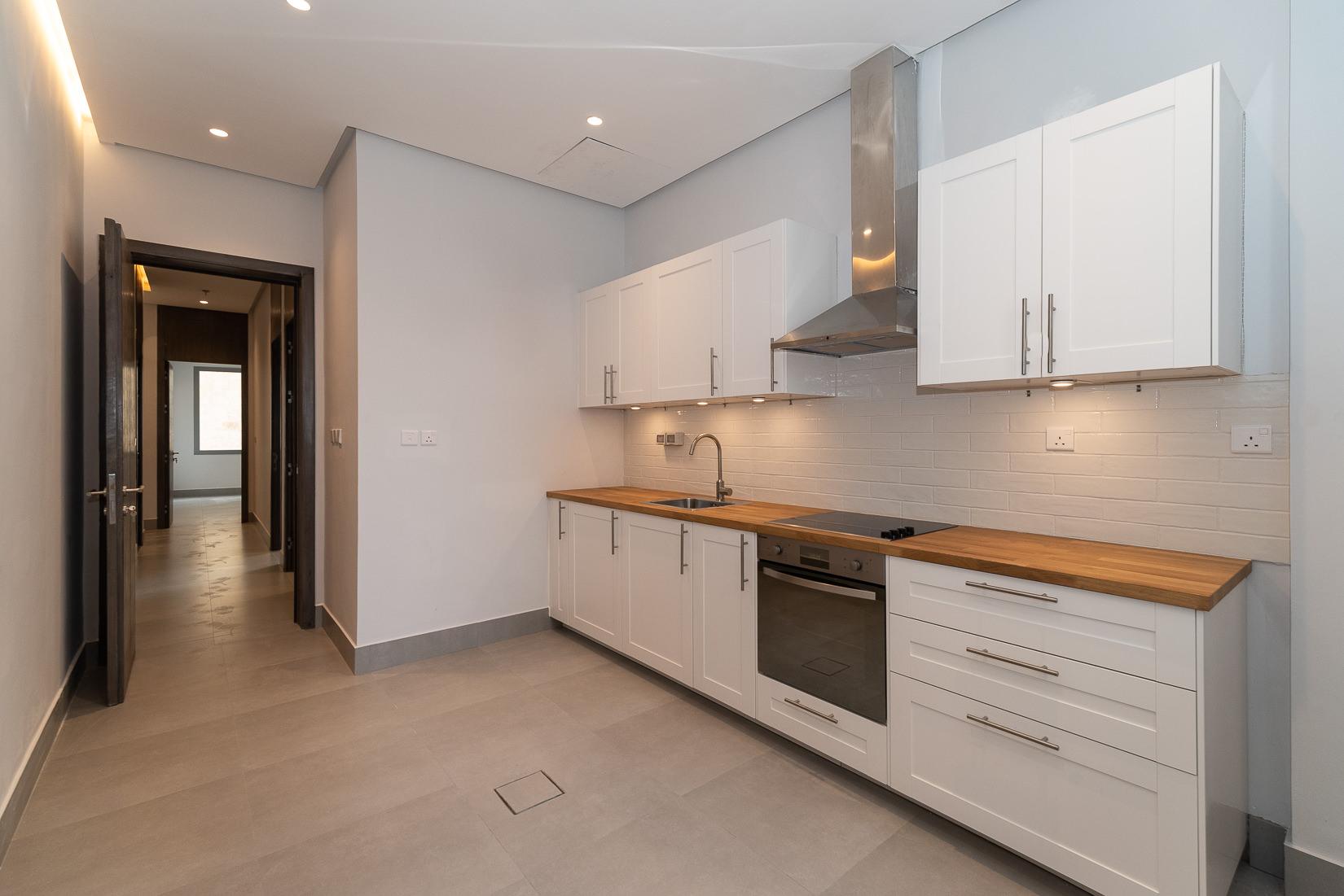 Salmiya – brand new, three bedroom apartment w/pool