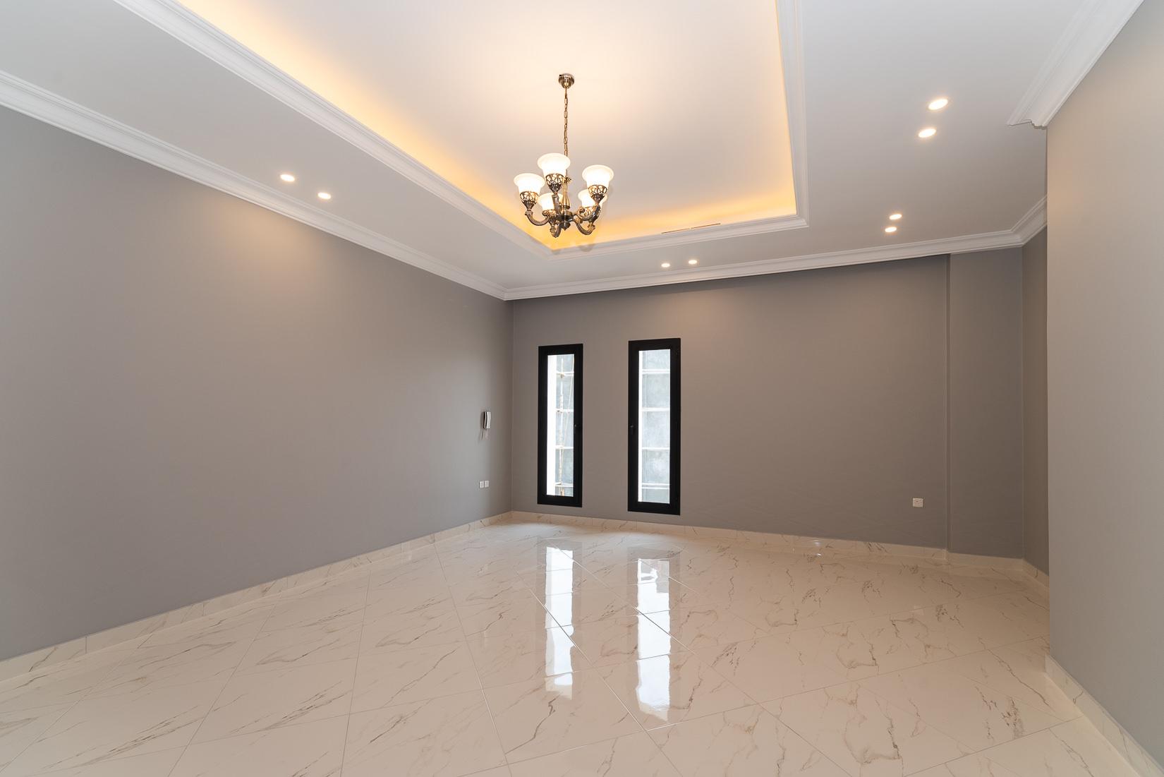 Fnaitees – spacious, unfurnished four bedroom floor