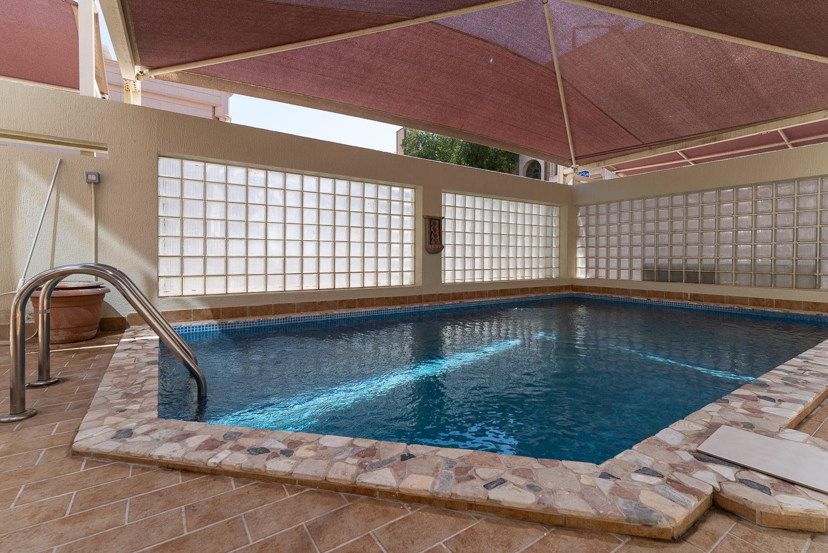 Hateen – lovely, sunny, six bedroom house w/pool