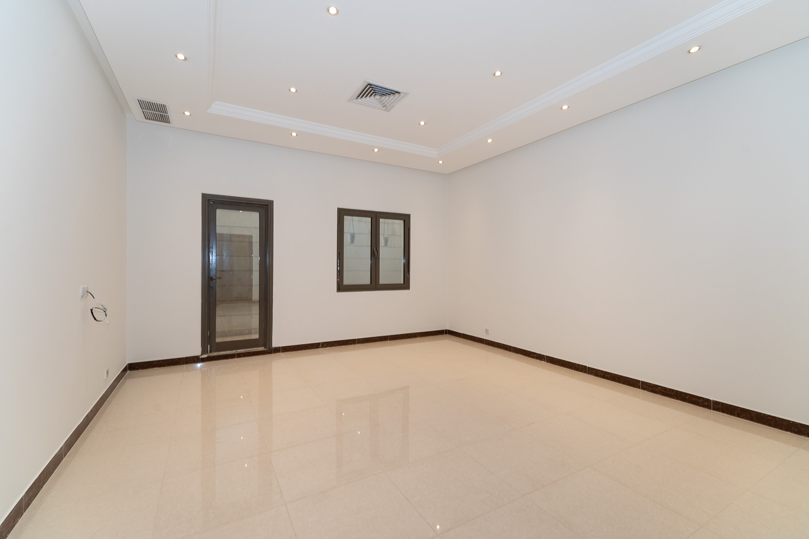 Salwa – spacious, one bedroom basement apartment w/small yard
