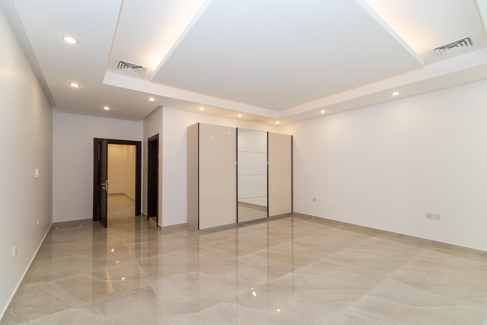Fnaitees – new, unfurnished four bedroom floors