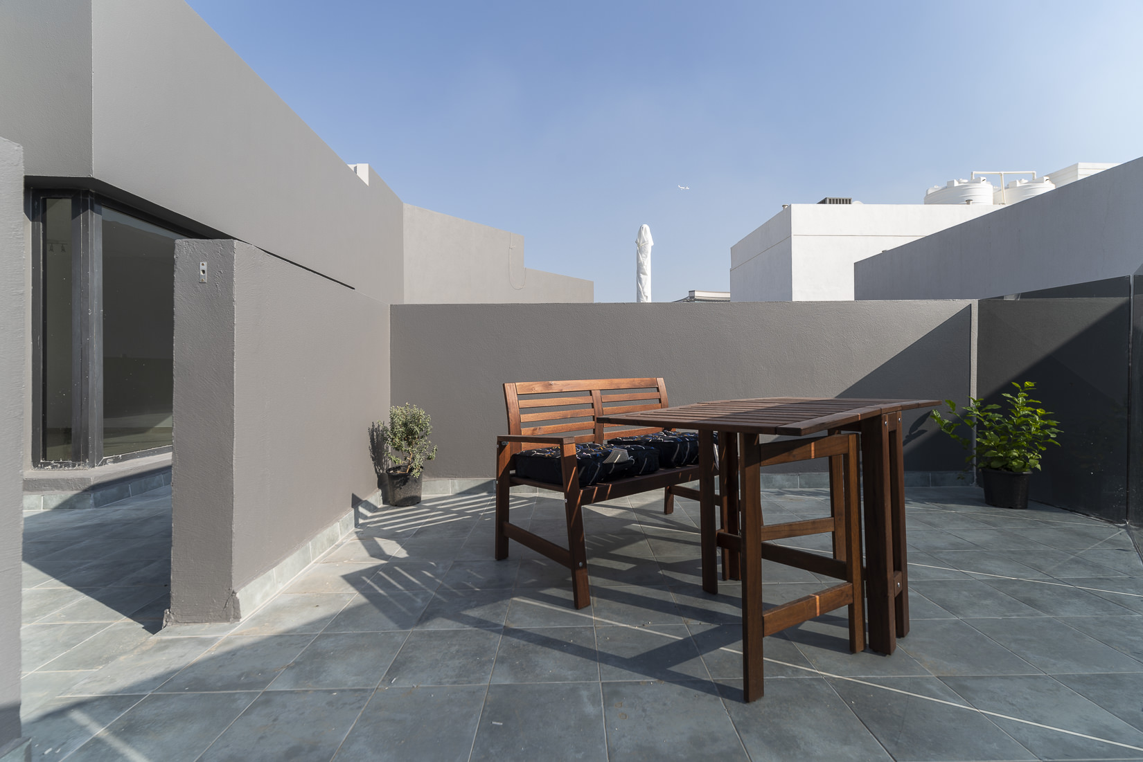 Zahra – lovely studio apartment w/large roof terrace