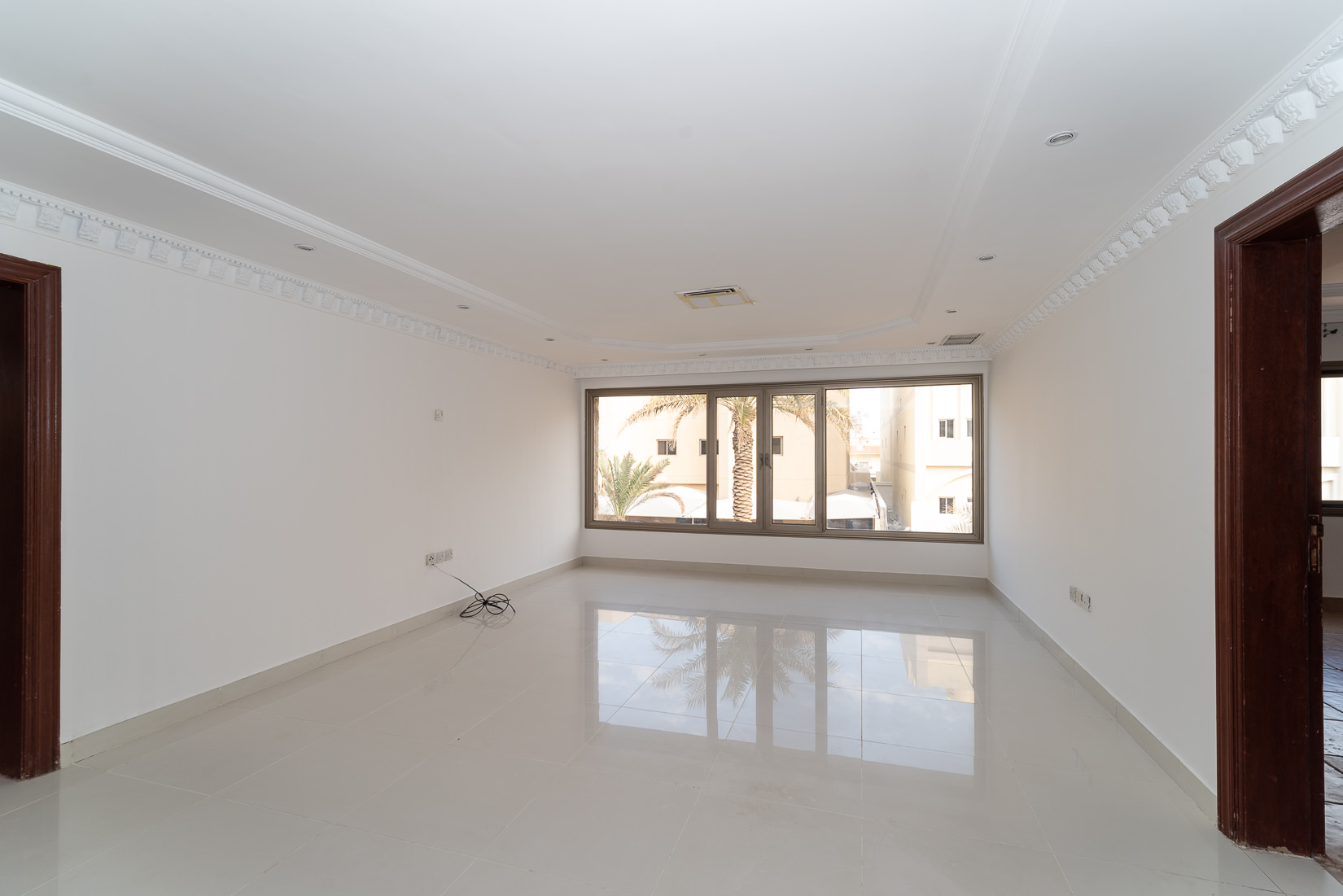 Surra – spacious, three bedroom apartment w/common garden