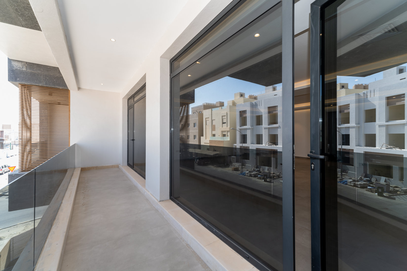 Fnaitees – elegant, five bedroom floor w/balcony