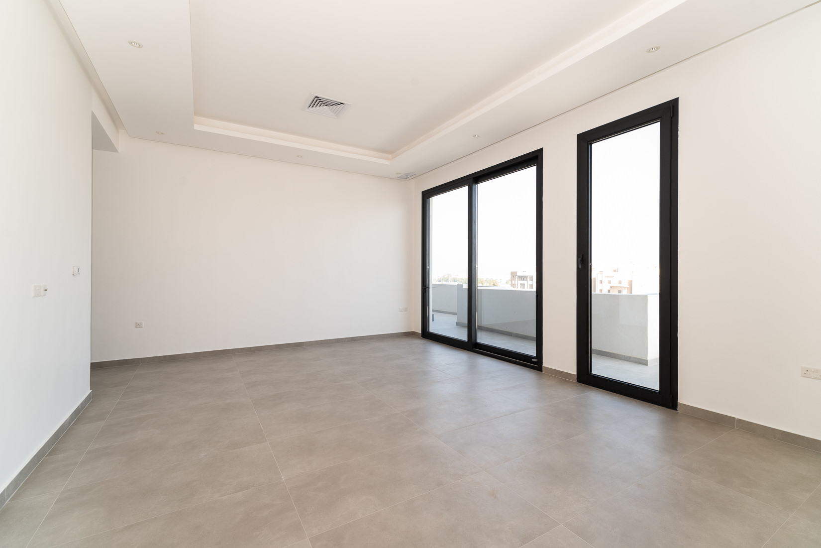 Fnaitees – lovely, new, two bedroom apartment w/terrace