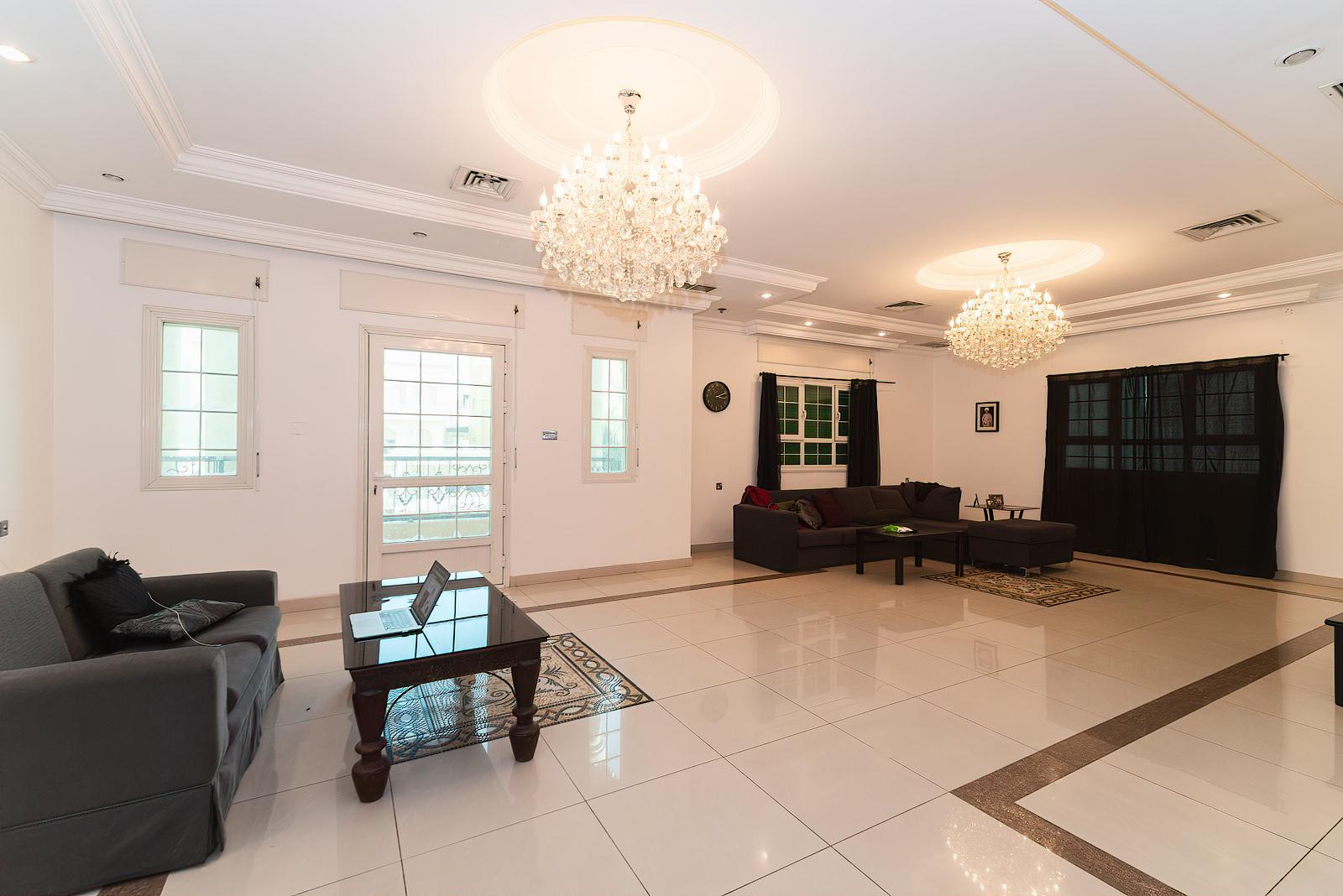 Bayan – spacious, five bedroom floor w/balcony
